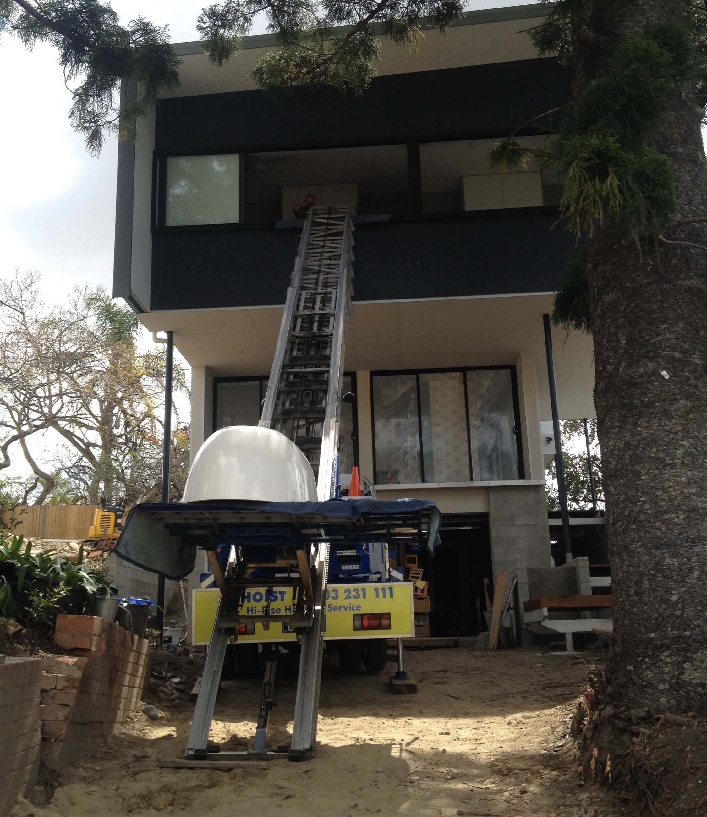 craning_lift_truck_to_safely_move_heavy_building_supplies_bathroom_supplies_on_building_sites_brisbane