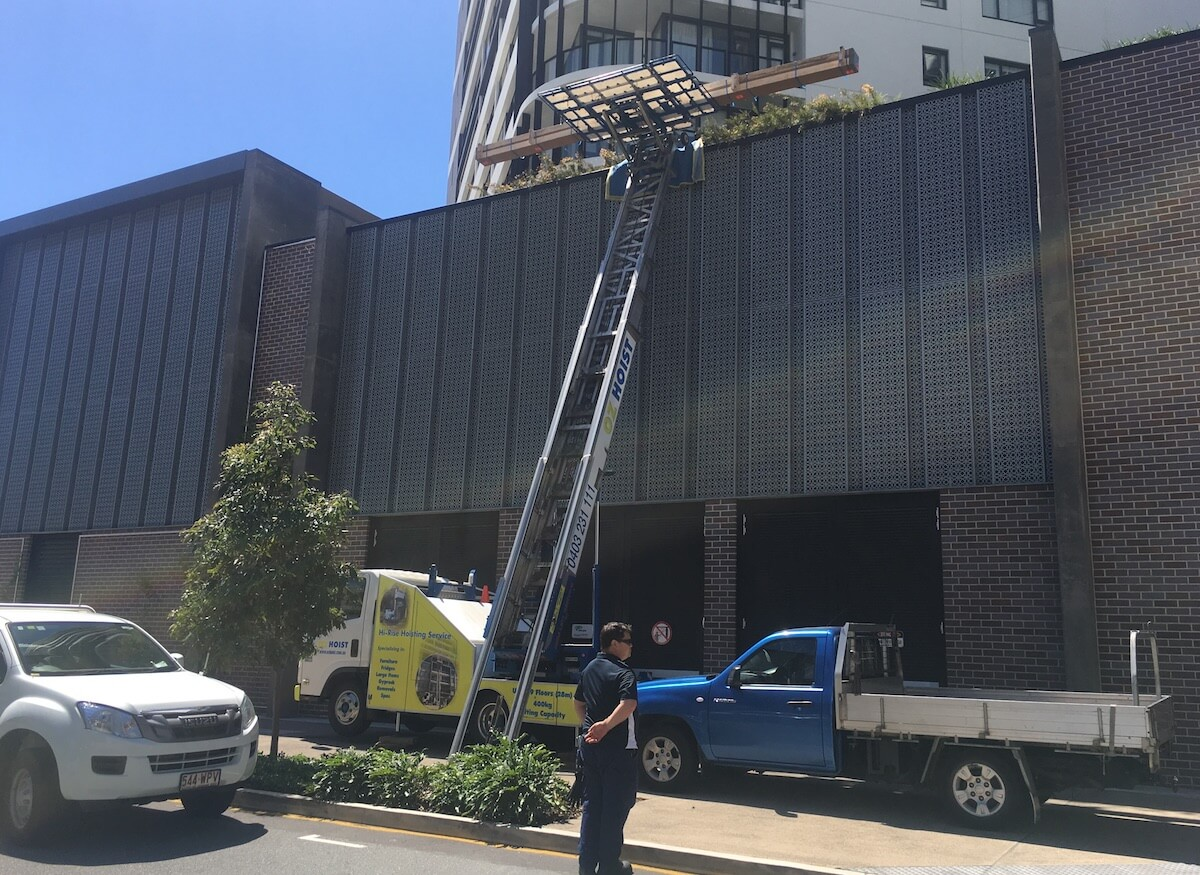 home_builders_lifting_materials_to_high_rise_apartment_oz_hoist_brisbane